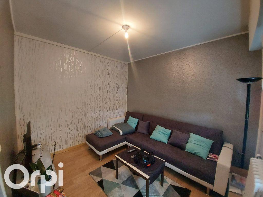 Appartement à louer 3 53m2 à Maubeuge vignette-1