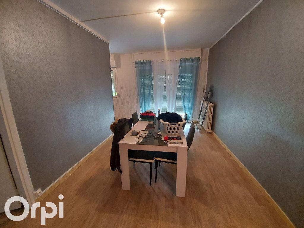 Appartement à louer 3 53m2 à Maubeuge vignette-2