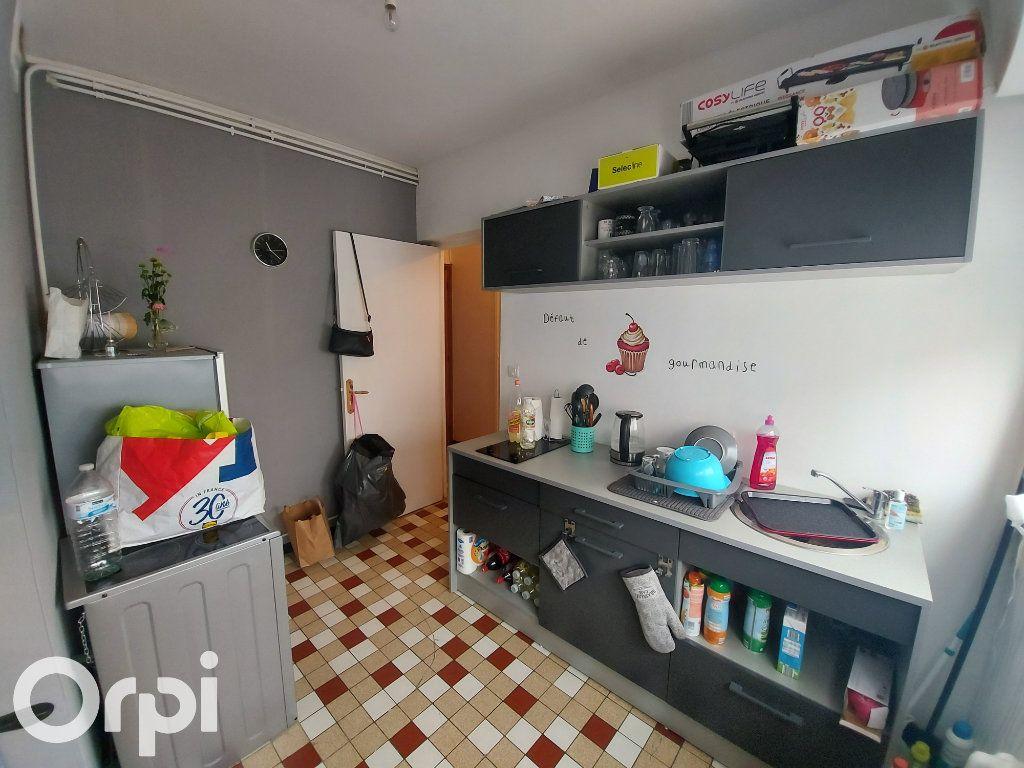 Appartement à louer 3 53m2 à Maubeuge vignette-3