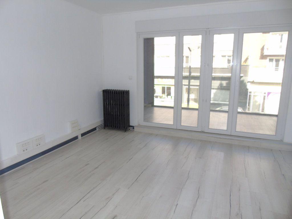 Appartement à louer 4 62.5m2 à Maubeuge vignette-1