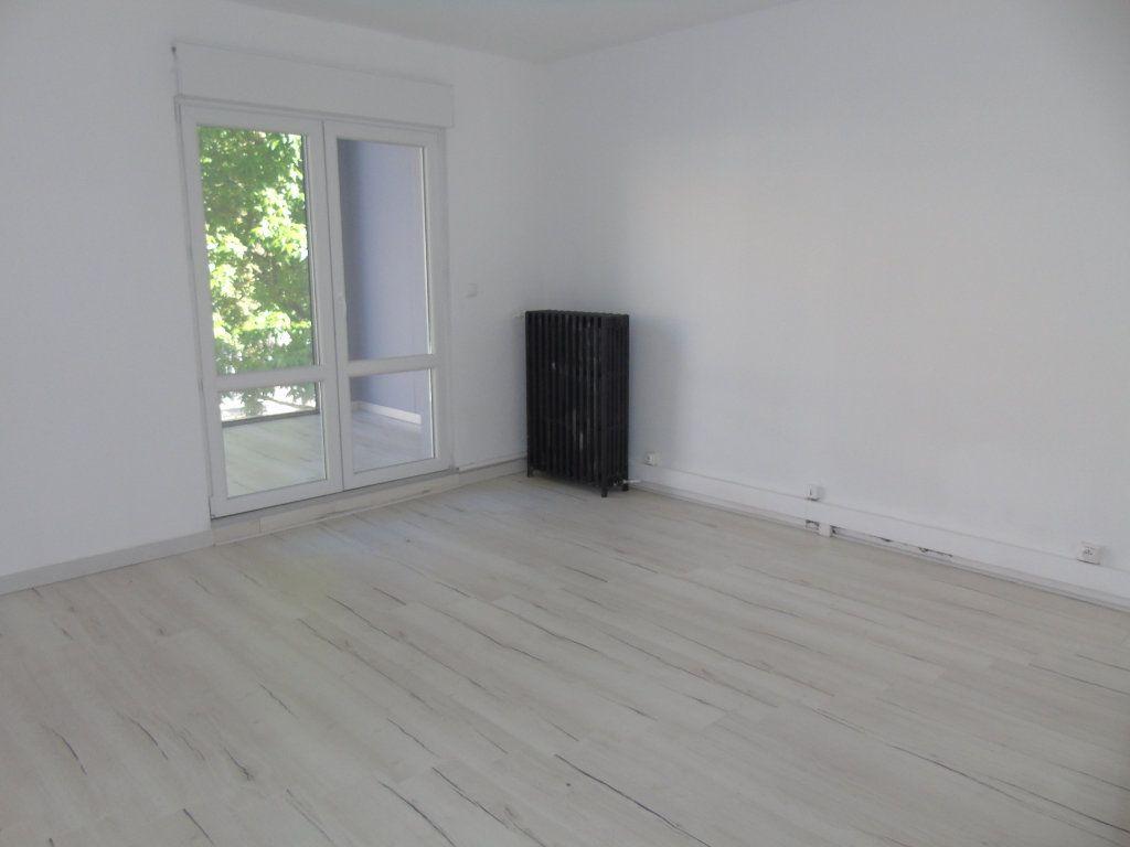 Appartement à louer 4 62.5m2 à Maubeuge vignette-2