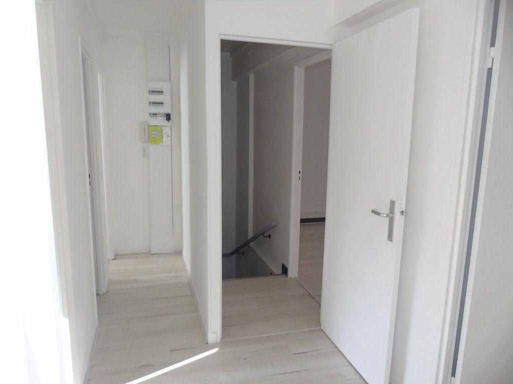 Appartement à louer 4 62.5m2 à Maubeuge vignette-4