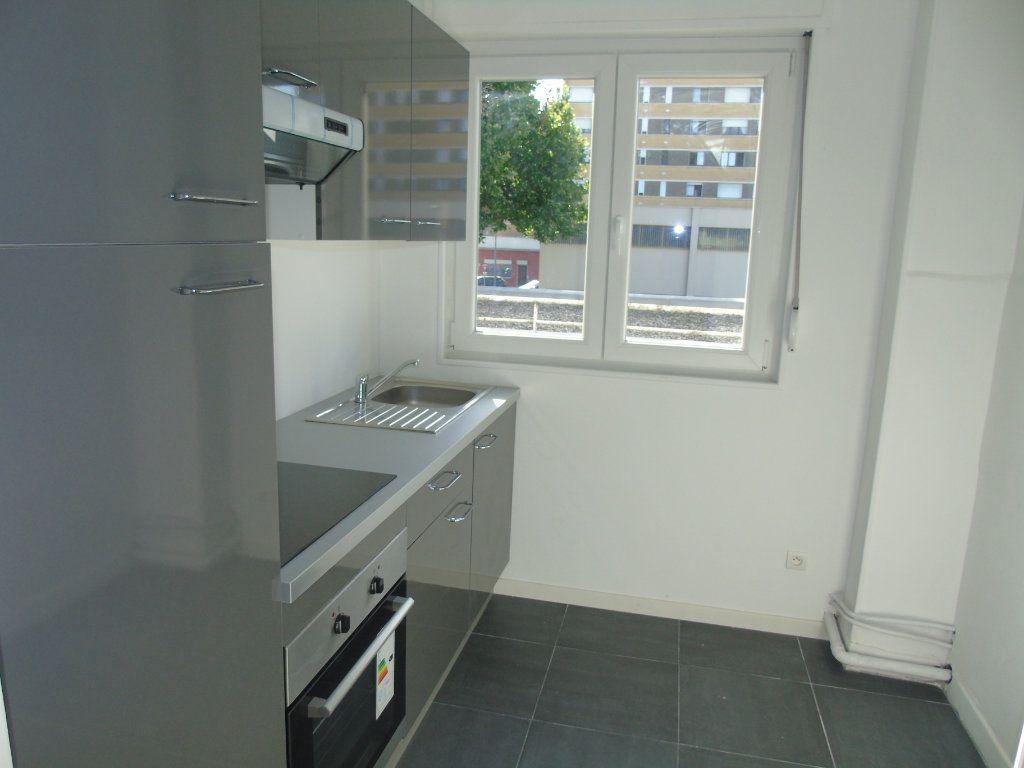 Appartement à louer 4 62.5m2 à Maubeuge vignette-5