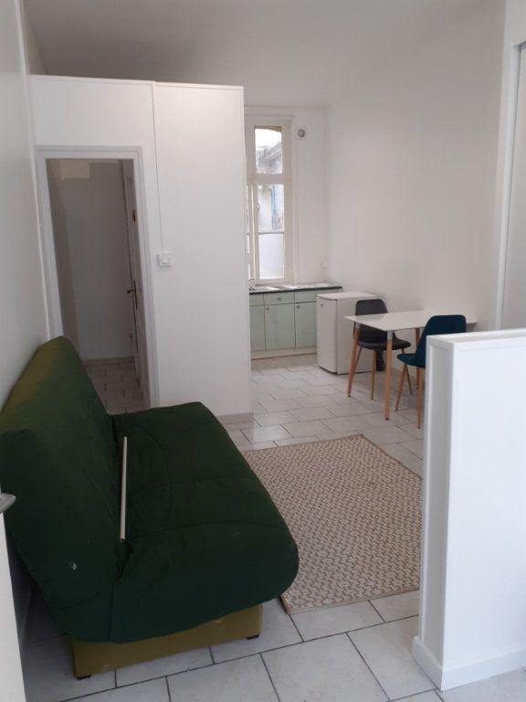 Appartement à louer 1 25m2 à Valenciennes vignette-2