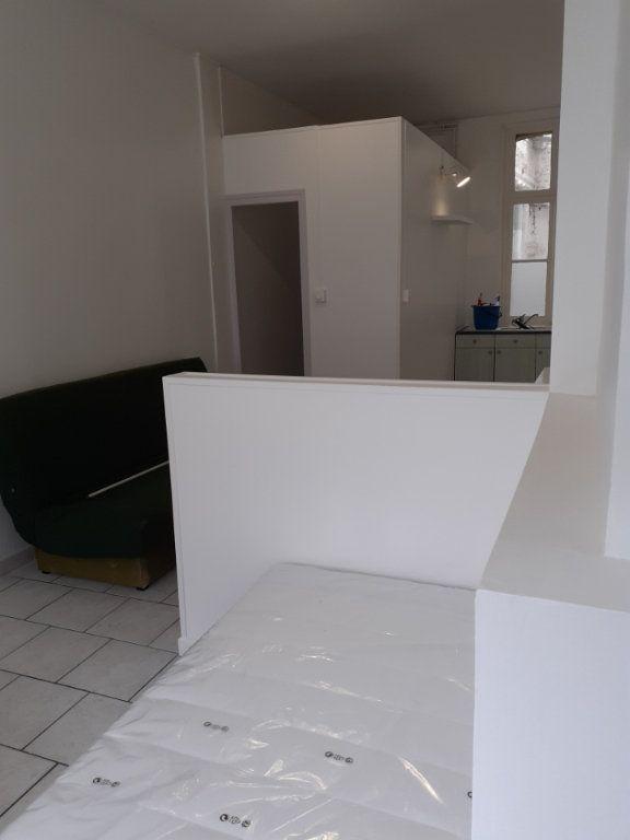 Appartement à louer 1 25m2 à Valenciennes vignette-4