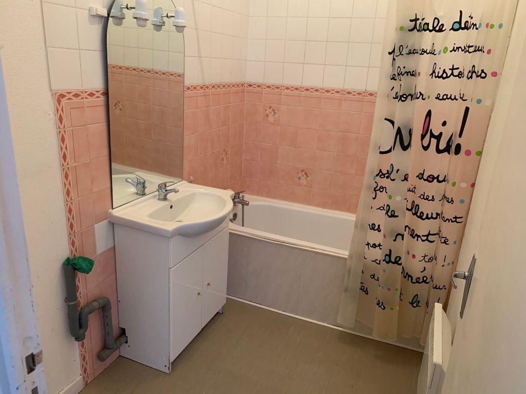 Appartement à louer 4 83m2 à Valenciennes vignette-5