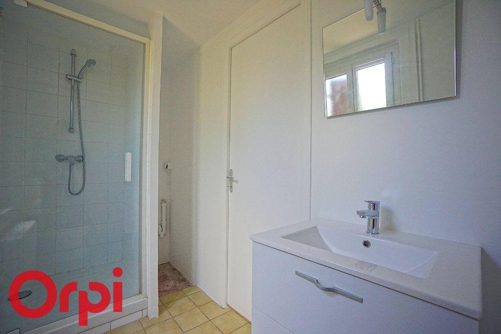 Maison à louer 3 82m2 à Saint-Aubin-le-Vertueux vignette-5