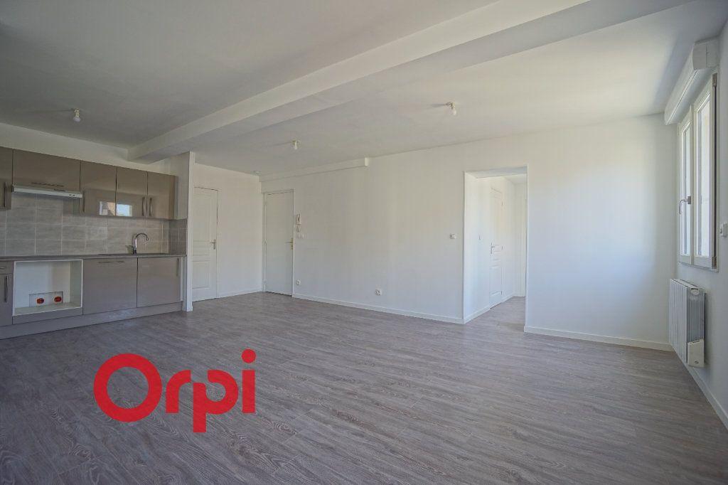 Appartement à louer 3 65.7m2 à Bernay vignette-2
