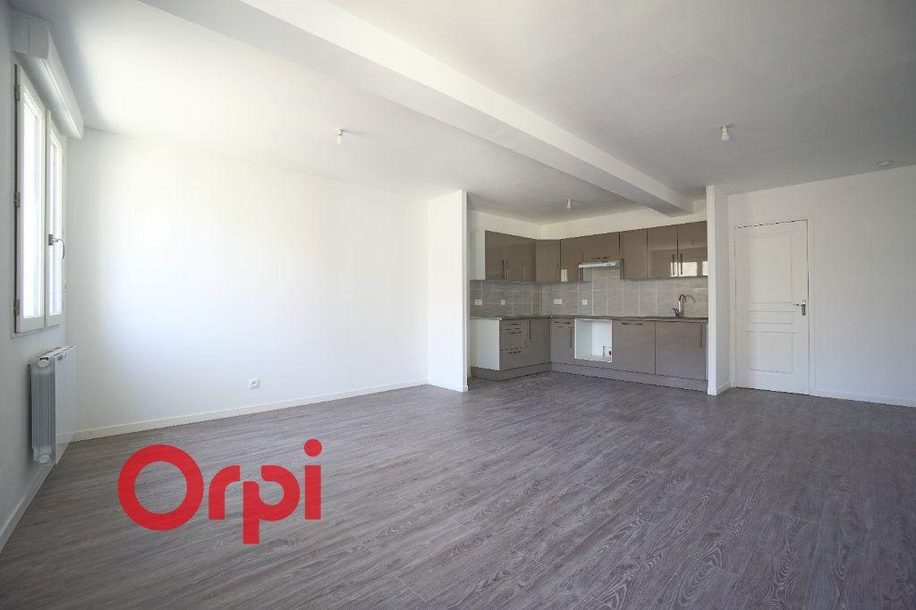 Appartement à louer 3 65.7m2 à Bernay vignette-3