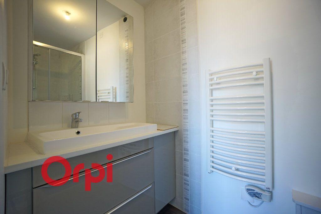 Appartement à louer 3 65.7m2 à Bernay vignette-4