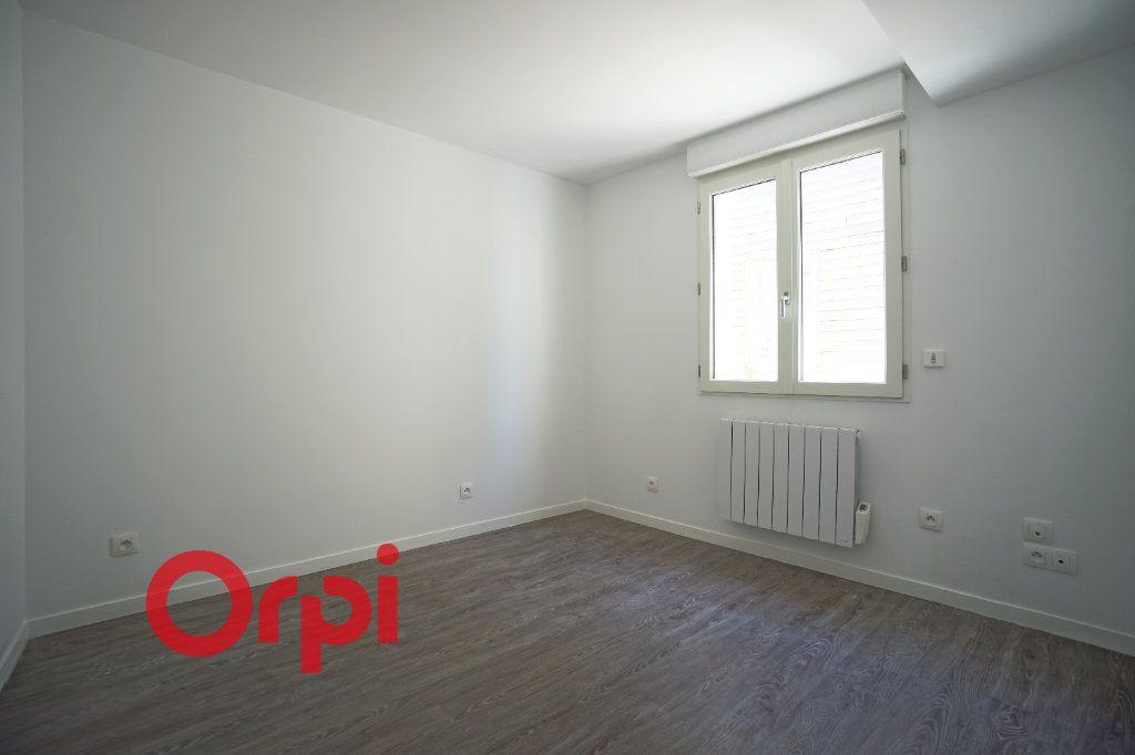 Appartement à louer 3 65.7m2 à Bernay vignette-6