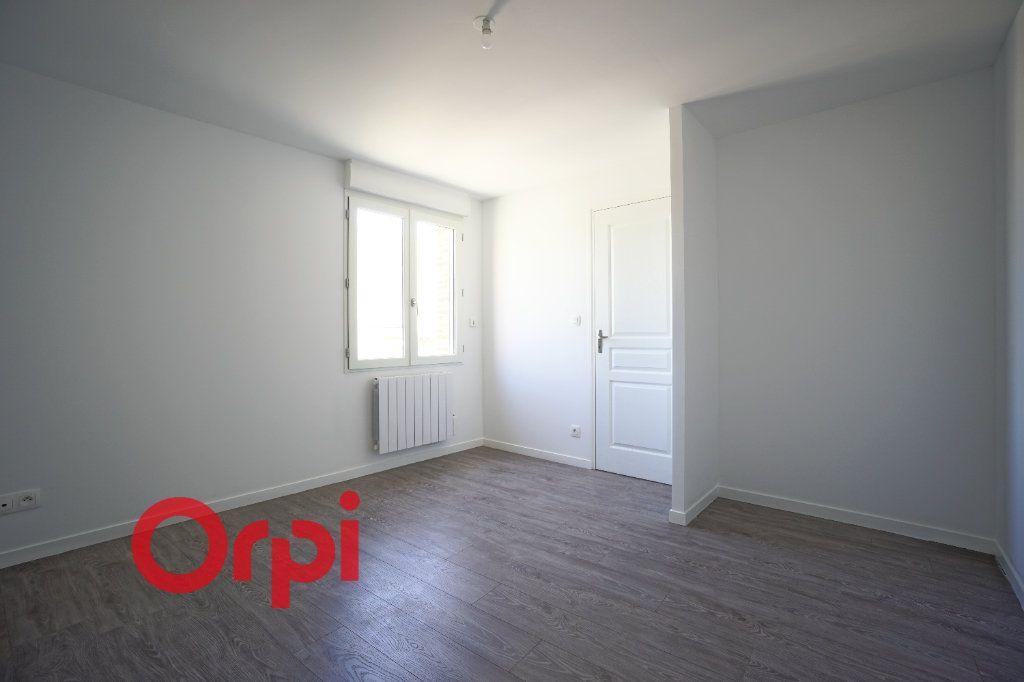 Appartement à louer 3 65.7m2 à Bernay vignette-8