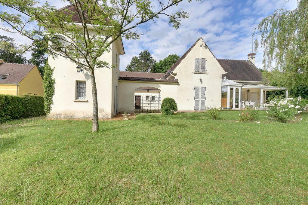 Maison à vendre 8 240m2 à Ermenonville vignette-1