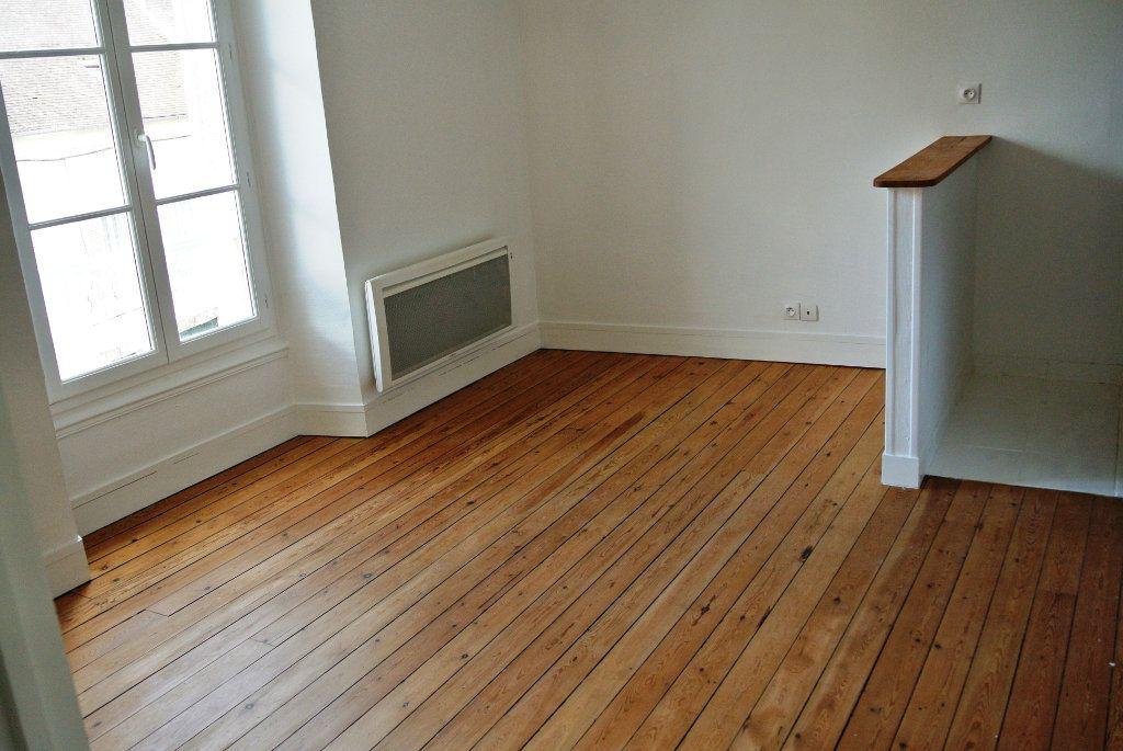 Appartement à louer 2 31.8m2 à Senlis vignette-2
