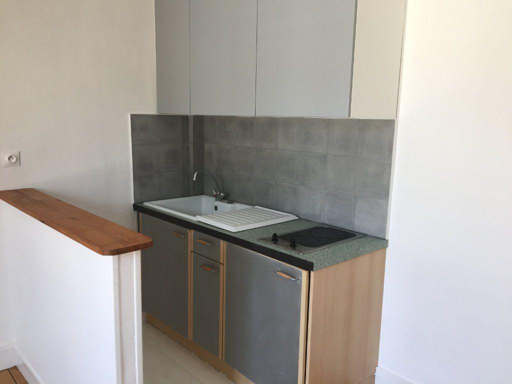 Appartement à louer 2 31.8m2 à Senlis vignette-5