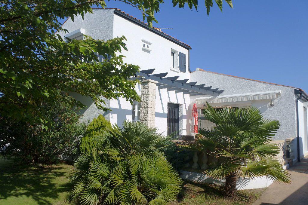 Maison à vendre 6 188m2 à Bourcefranc-le-Chapus vignette-1