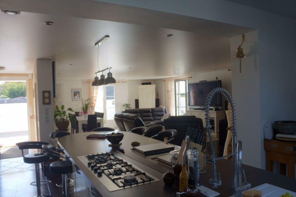 Maison à vendre 6 188m2 à Bourcefranc-le-Chapus vignette-2