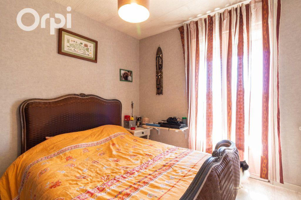 Maison à vendre 6 190m2 à Bourcefranc-le-Chapus vignette-10