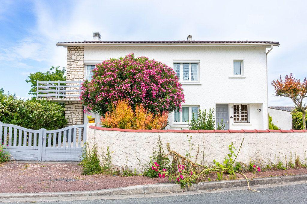 Maison à vendre 5 146m2 à Bourcefranc-le-Chapus vignette-1