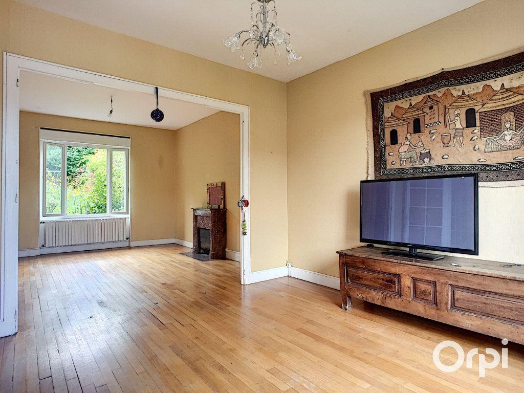 Maison à vendre 7 145m2 à Saint-Éloy-les-Mines vignette-4