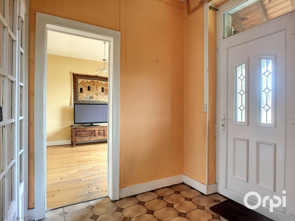 Maison à vendre 7 145m2 à Saint-Éloy-les-Mines vignette-5