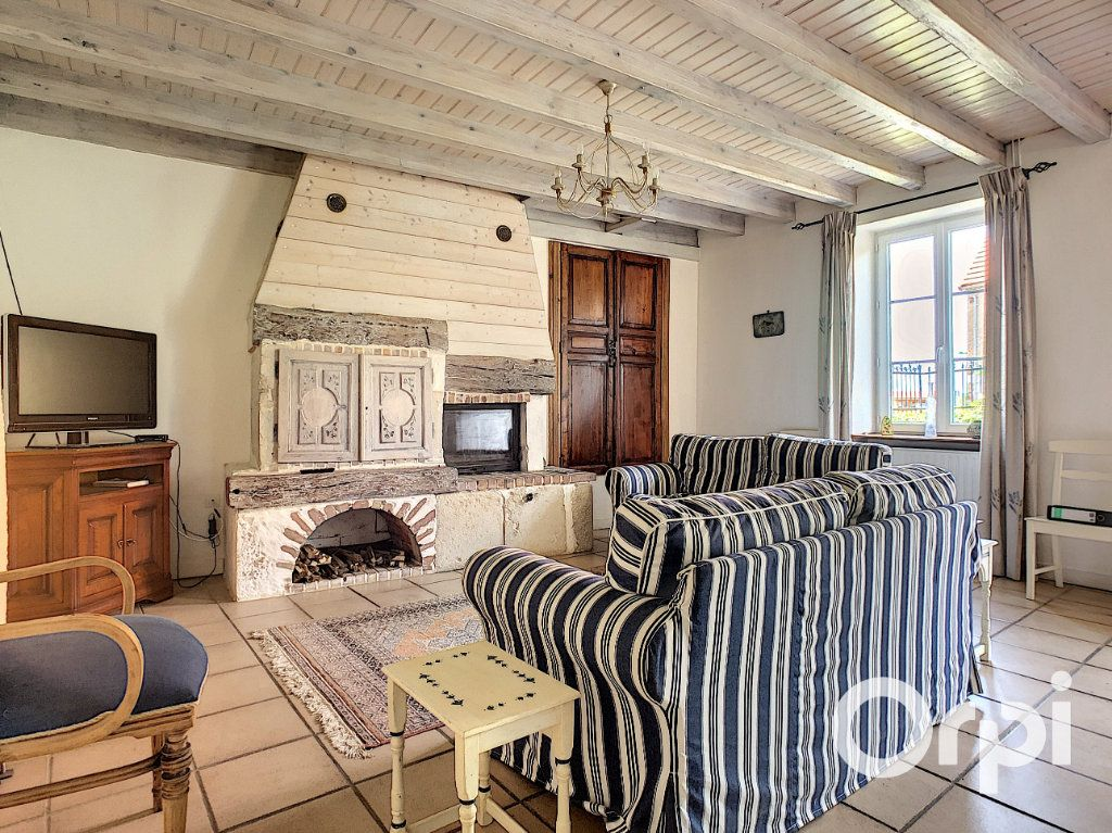 Maison à vendre 5 137m2 à Saint-Quintin-sur-Sioule vignette-4