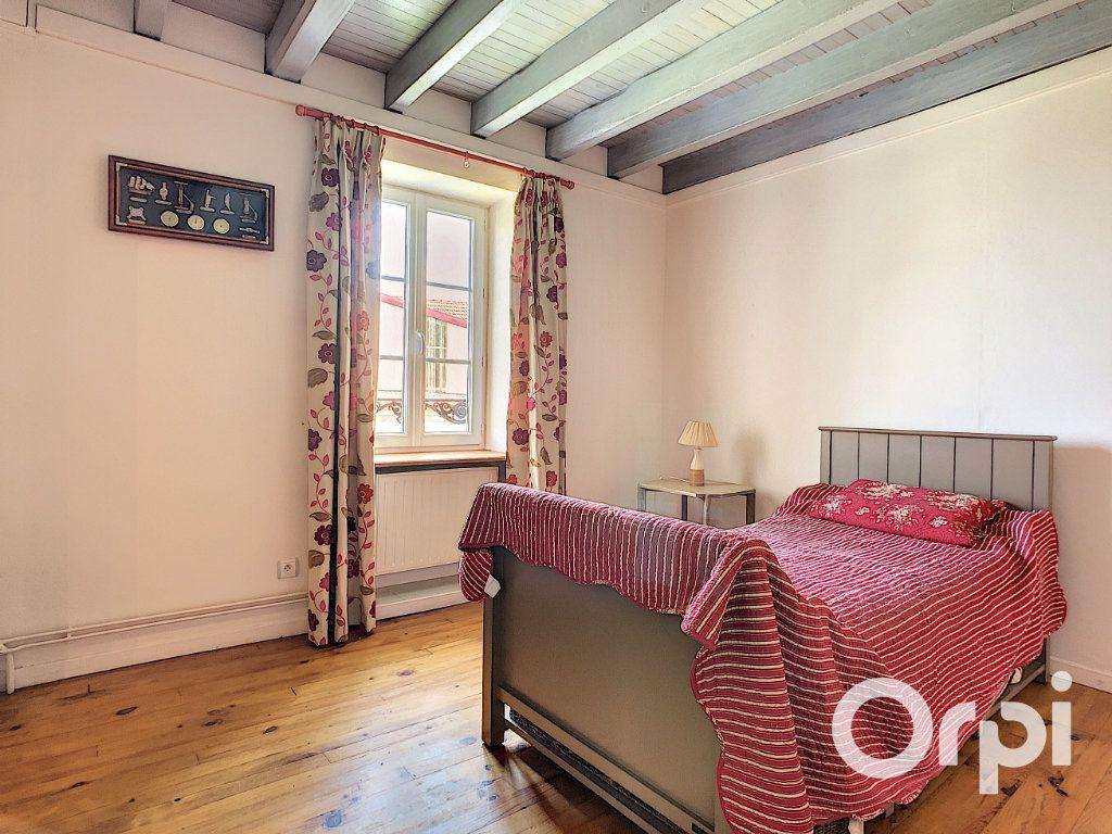 Maison à vendre 5 137m2 à Saint-Quintin-sur-Sioule vignette-5
