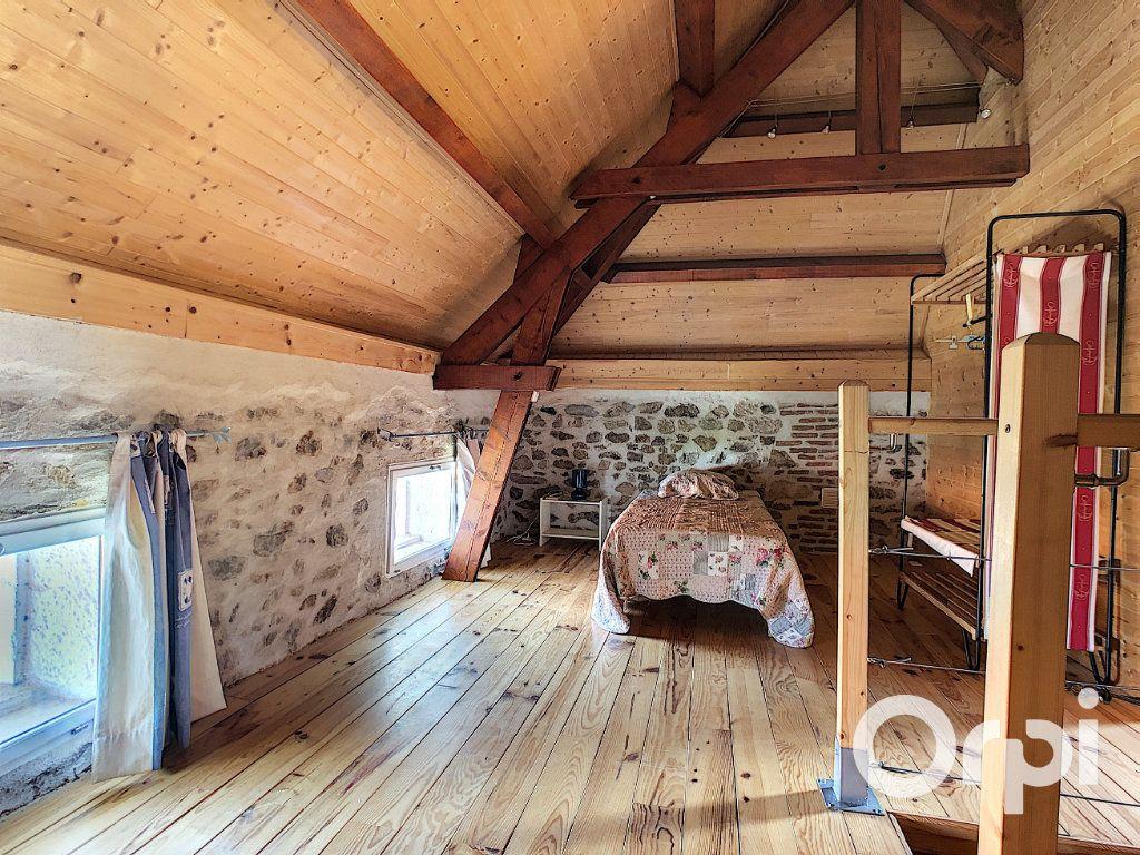 Maison à vendre 5 137m2 à Saint-Quintin-sur-Sioule vignette-8