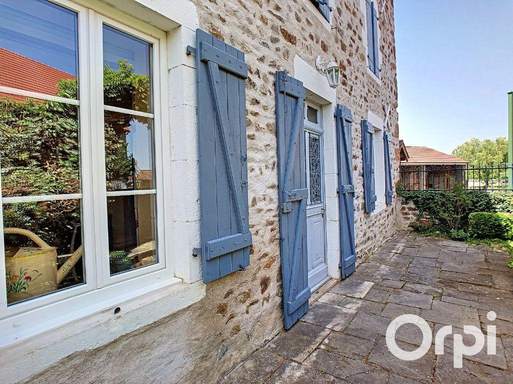 Maison à vendre 5 137m2 à Saint-Quintin-sur-Sioule vignette-16