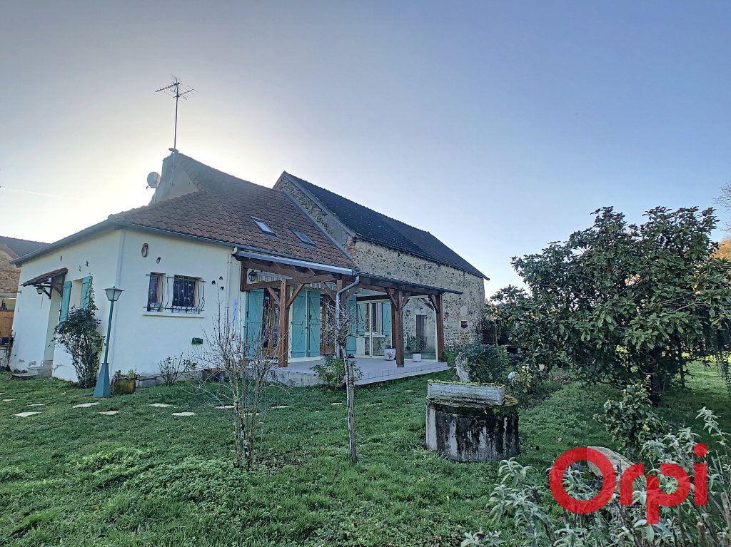 Maison à vendre 4 110.63m2 à Saint-Angel vignette-2