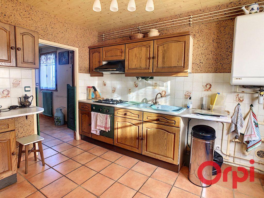 Maison à vendre 4 110.63m2 à Saint-Angel vignette-5