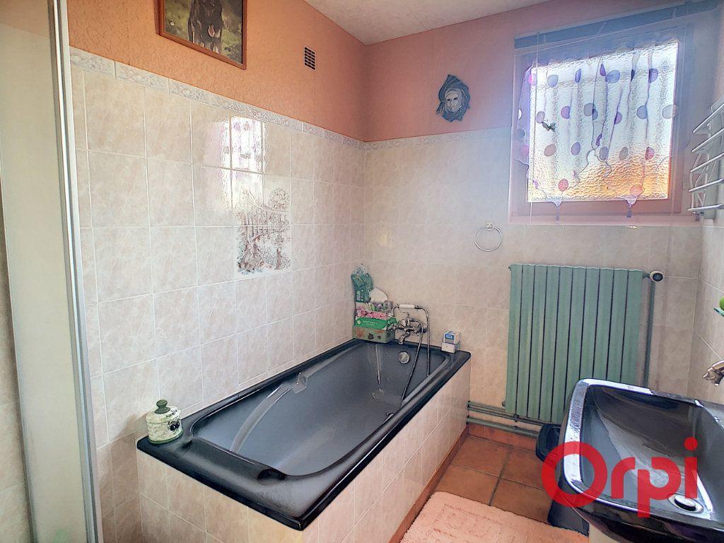 Maison à vendre 4 110.63m2 à Saint-Angel vignette-6