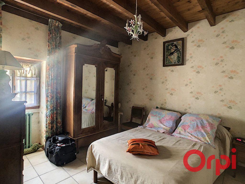 Maison à vendre 4 110.63m2 à Saint-Angel vignette-8