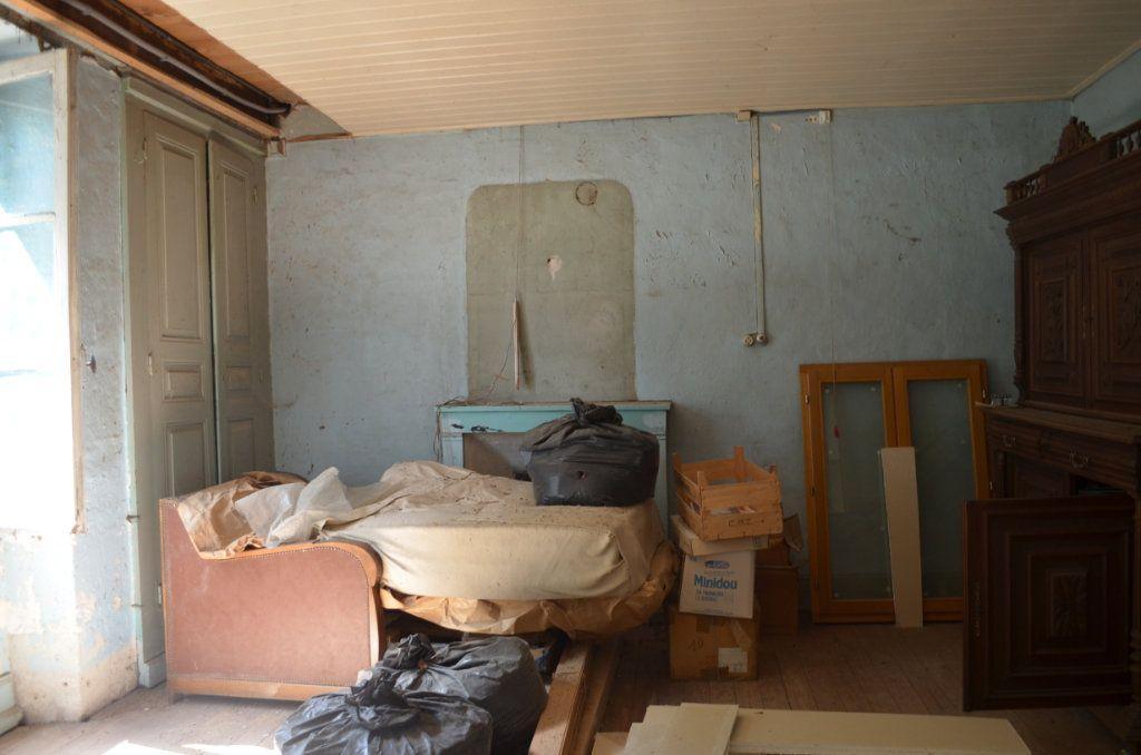 Maison à vendre 3 60m2 à Toulx-Sainte-Croix vignette-4