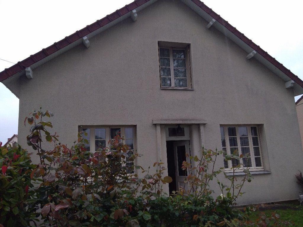 Maison à vendre 5 104m2 à Montluçon vignette-1