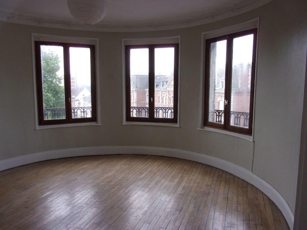 Appartement à louer 3 87.85m2 à Saint-Quentin vignette-1