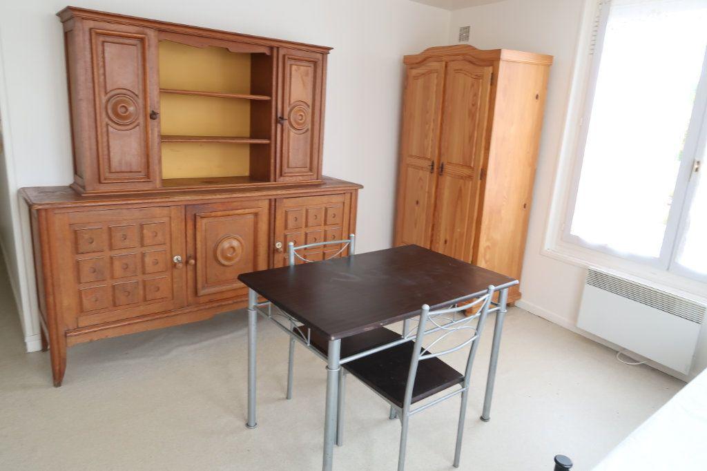 Appartement à louer 1 20.6m2 à Saint-Quentin vignette-2