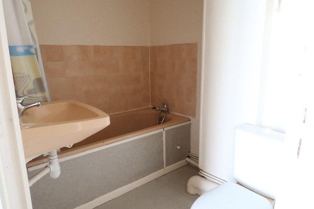 Appartement à louer 2 22.73m2 à Saint-Quentin vignette-5