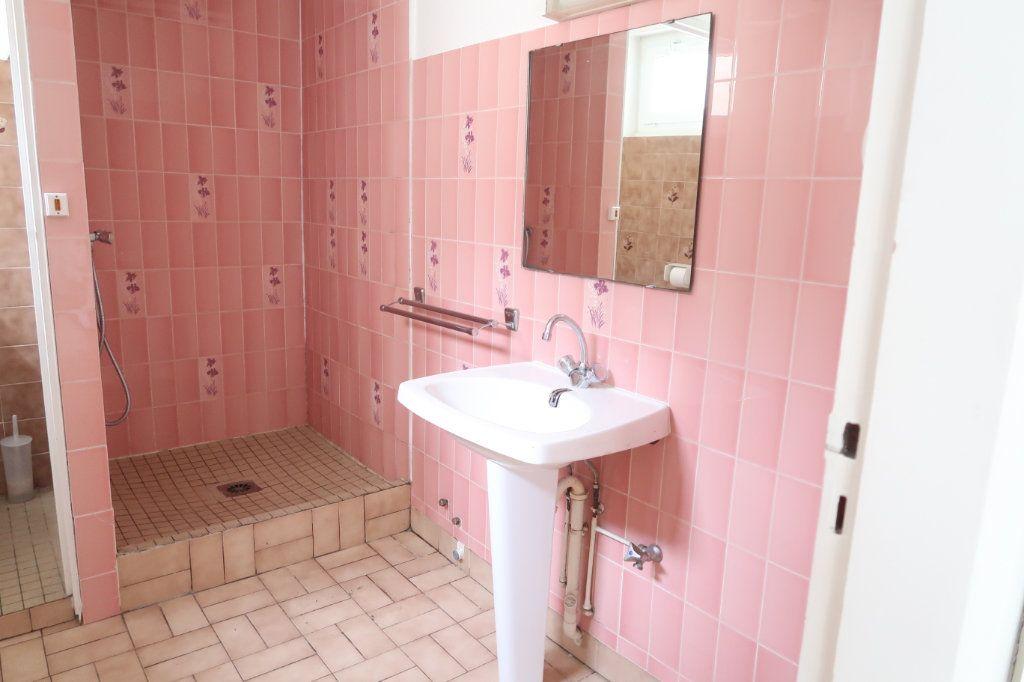Appartement à louer 1 28.1m2 à Saint-Quentin vignette-3