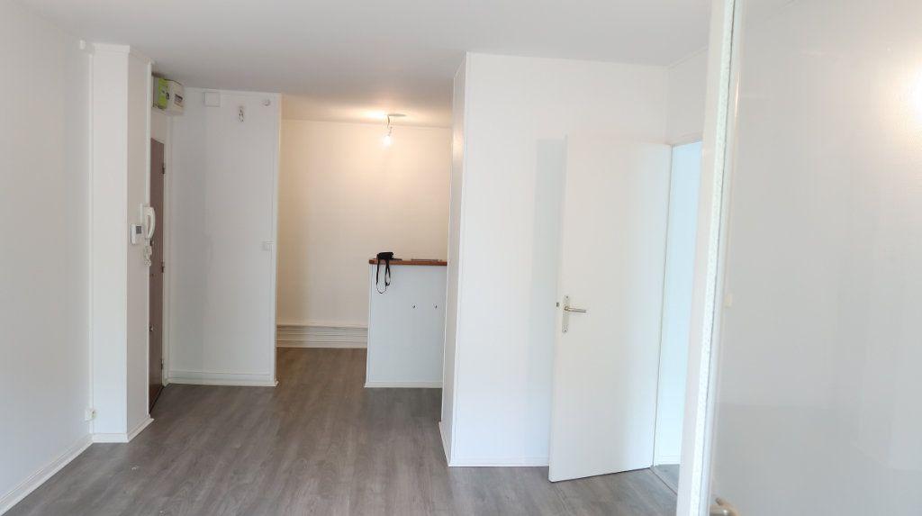 Appartement à louer 2 41m2 à Saint-Quentin vignette-1