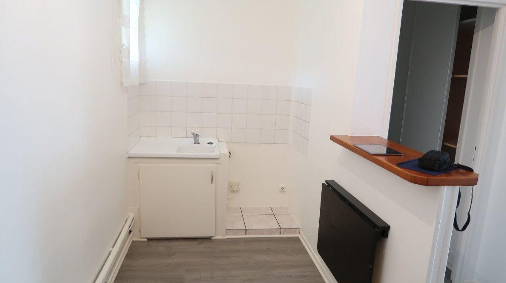 Appartement à louer 2 41m2 à Saint-Quentin vignette-2