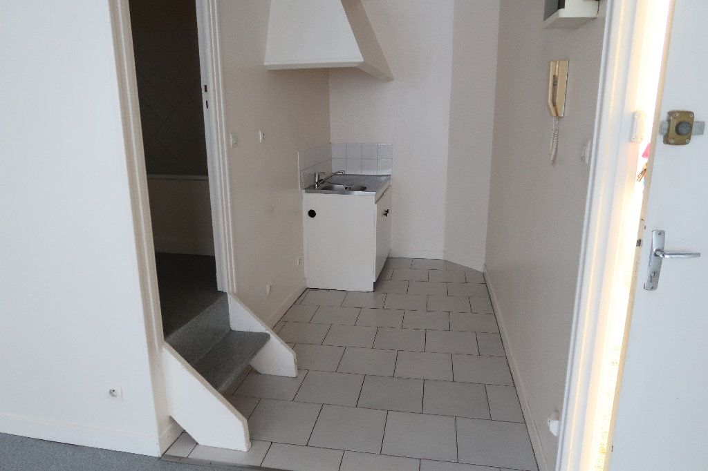 Appartement à louer 3 56.1m2 à Saint-Quentin vignette-3