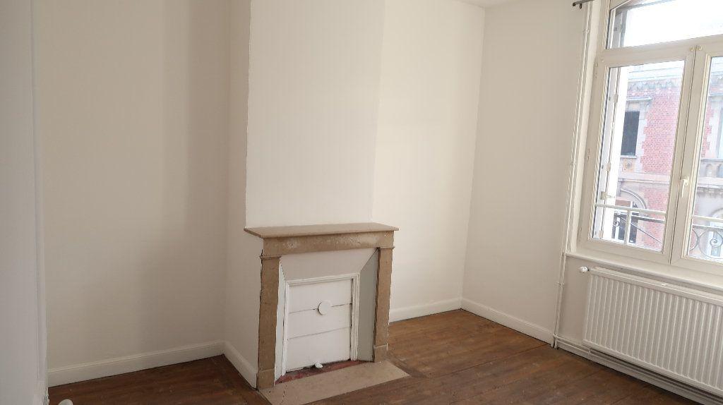 Maison à louer 6 105m2 à Saint-Quentin vignette-6