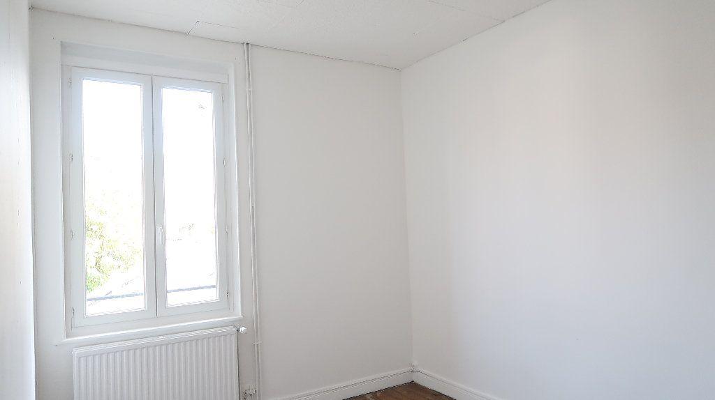 Maison à louer 6 105m2 à Saint-Quentin vignette-9