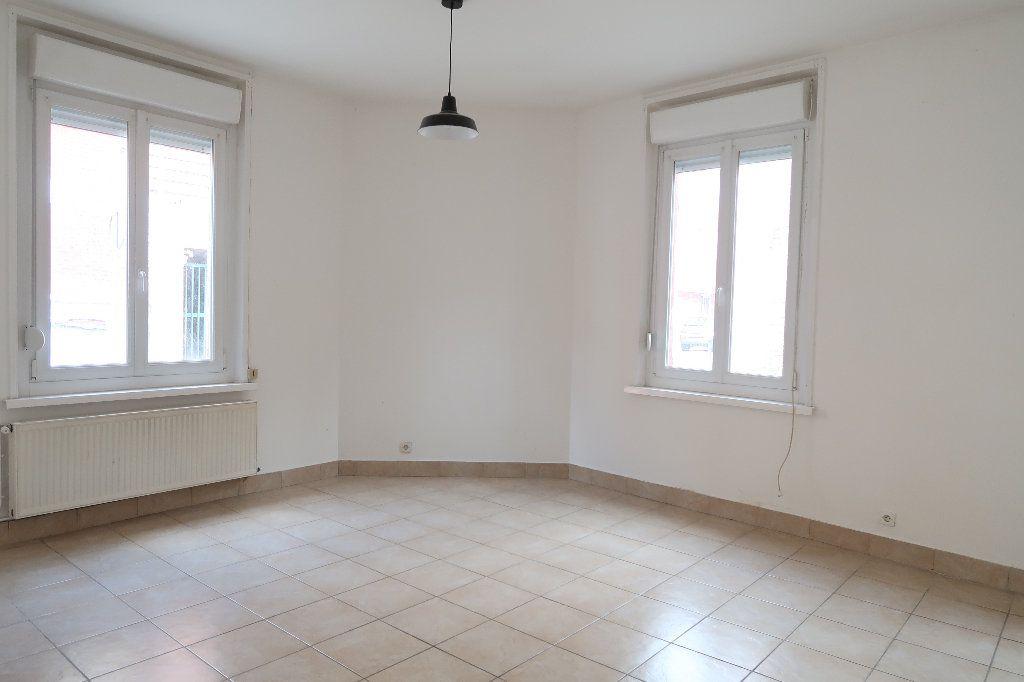 Maison à louer 4 104m2 à Saint-Quentin vignette-1