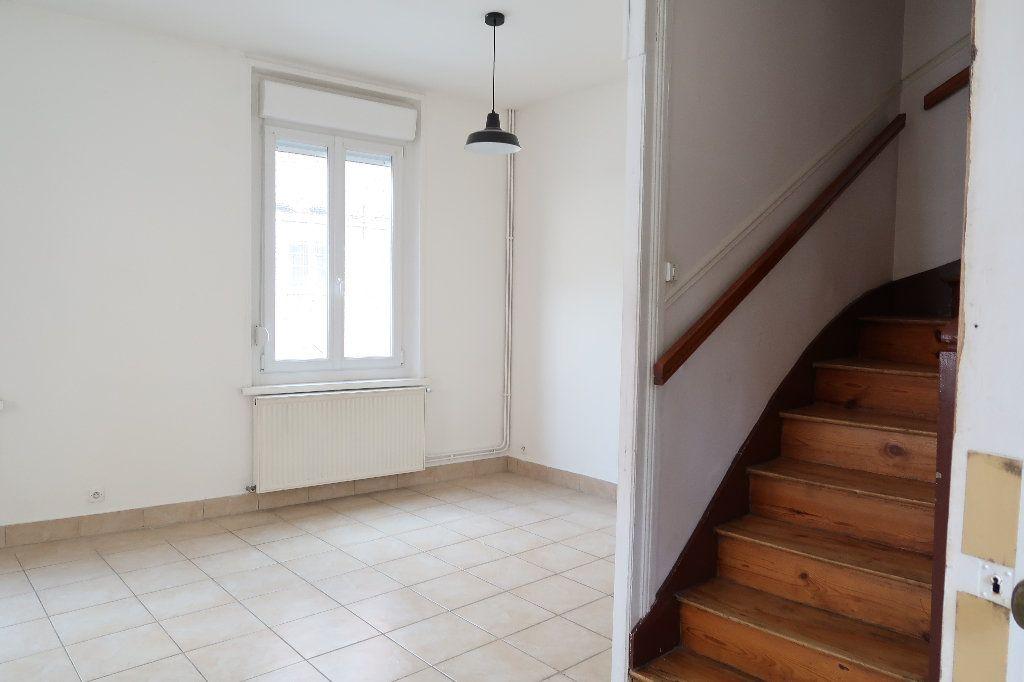 Maison à louer 4 104m2 à Saint-Quentin vignette-2
