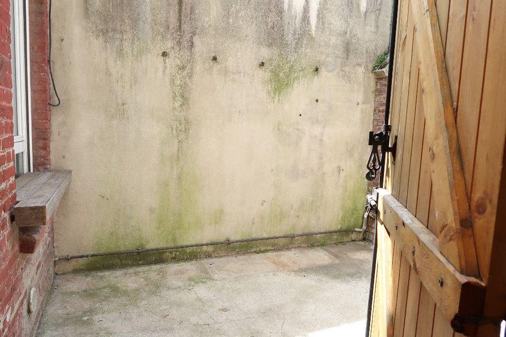 Maison à louer 4 104m2 à Saint-Quentin vignette-6