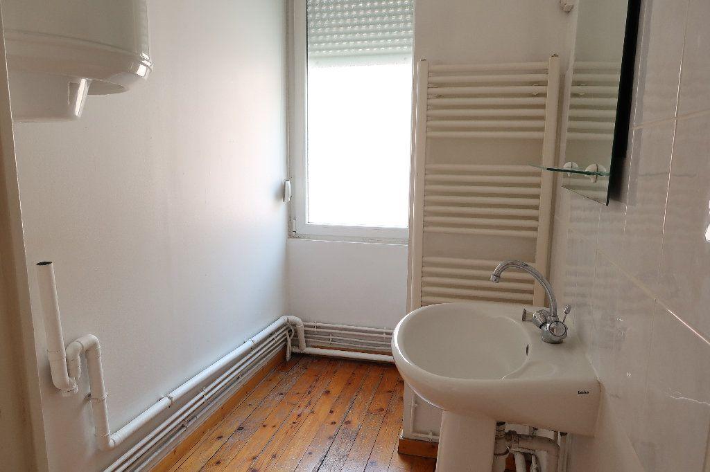 Maison à louer 4 104m2 à Saint-Quentin vignette-7