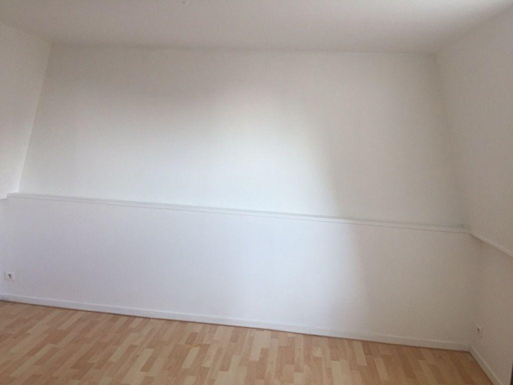 Appartement à louer 2 29m2 à Saint-Quentin vignette-6