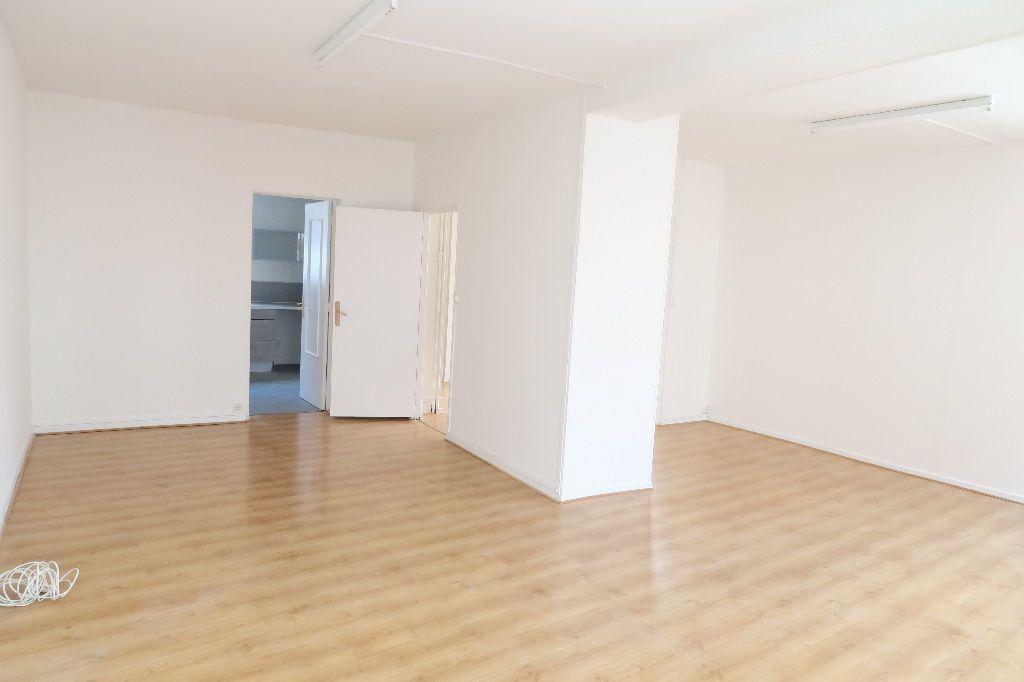 Appartement à louer 4 119.2m2 à Saint-Quentin vignette-1